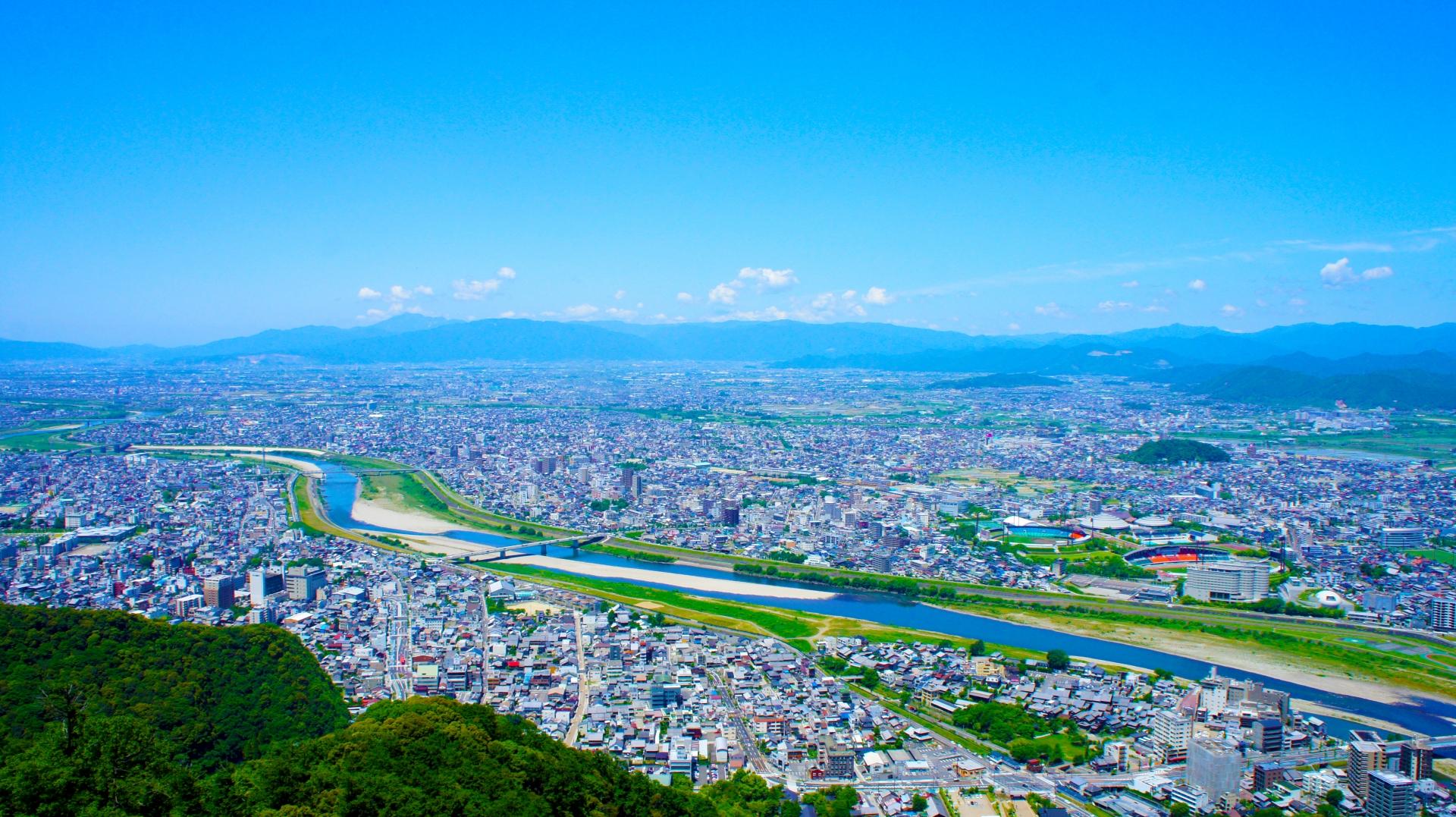 岐阜市内を金華山から見た画像