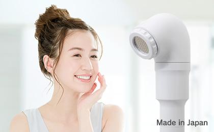 浄水シャワーヘッドと女性の画像